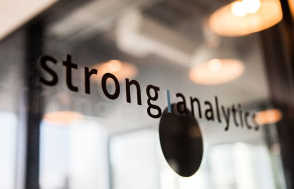 Strong Analytics Logo